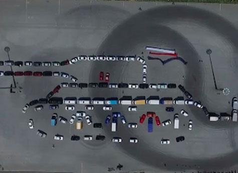 <center><b>Танк из автомобилей в Челябинске</center></b>