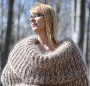 В Болгарии связали гигантский шарф для всего тела. Зачем?