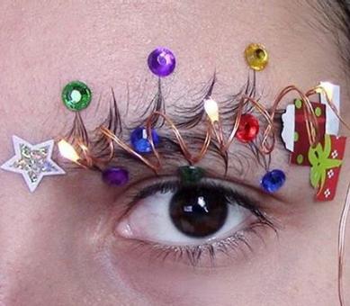 В Instagram наряжают новогодние брови