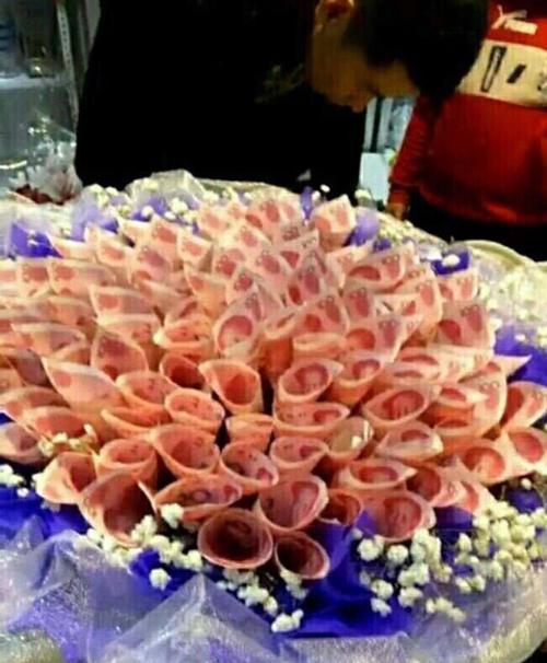 Китаец подарил даме сердца букет на 3 миллиона