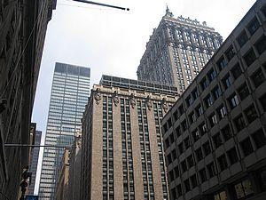 <center><b>В офисах Нью-Йорка устроили