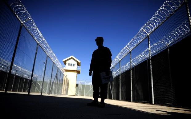 <center><b>Британским заключенным разрешат жить дома</center></b>