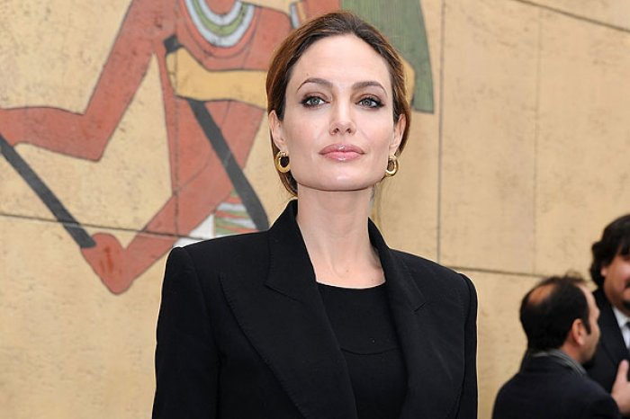 <center><b>Анджелина Джоли хочет стать политиком</center></b>