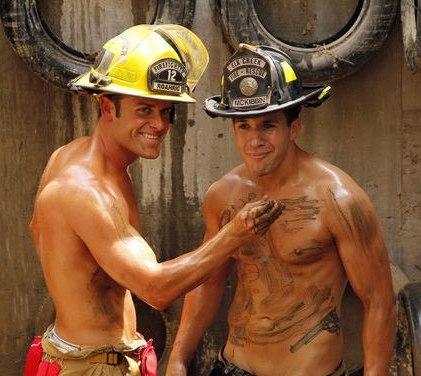 <center><b>Австралийские пожарные разделись ради блага</center></b>