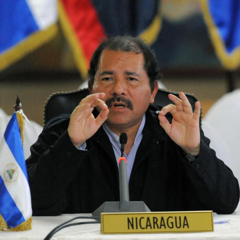 <center><b>Президент Никарагуа - подкаблучник</center></b>