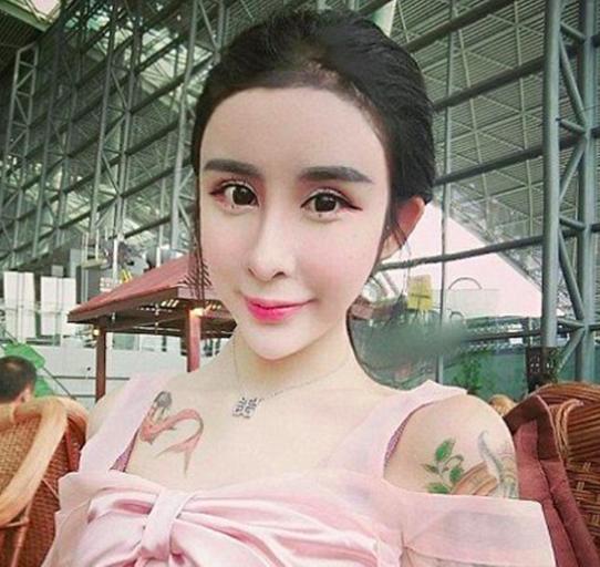 <center><b>Китайская школьница сделала пластику ради парня</center></b>