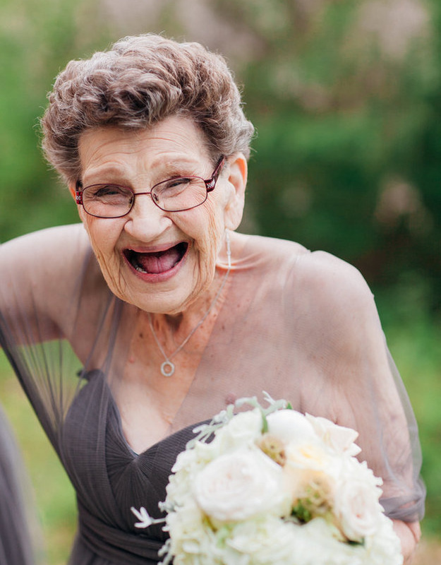 <center><b>90-летние бабушки стали подружками невесты</center></b>