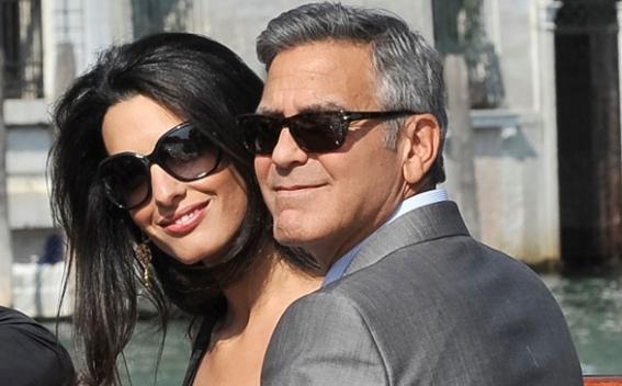 <center><b>Клуни запустили лотерею в поддержку Клинтон</center></b>