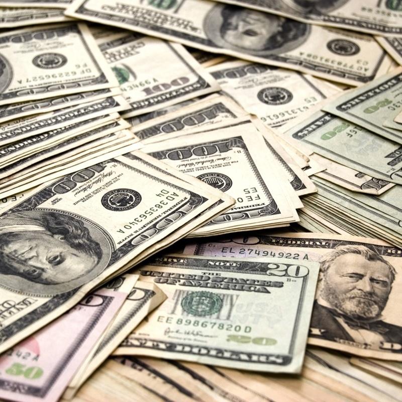 <center><b>40 тысяч долларов нашли в камине</center></b>