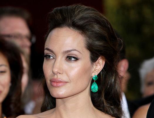 <center><b>Анджелина Джоли оказалась в центре потопа</center></b>