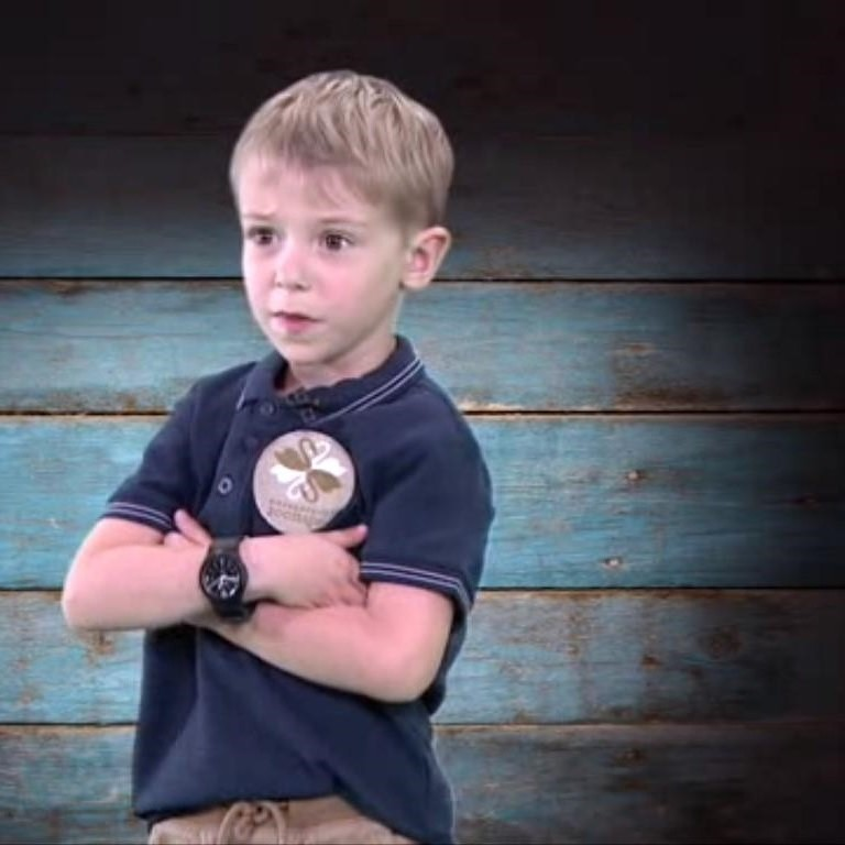 <center><b>5летний сотрудник зоопарка покоряет интернет</center></b>