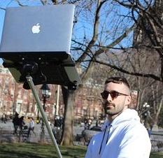 <center><b>Американцы придумали селфи-палку для ноутбуков</center></b>