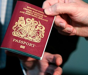 <center><b>Англичанин улетел в отпуск по паспорту подруги</center></b>