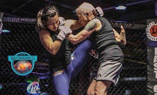 <center><b>Американская старушка сразилась в MMA</center></b>