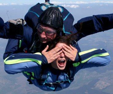 <center><b>Набили татуировку во время прыжка с парашютом</center></b>