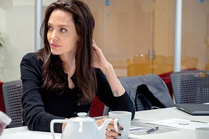 Анжелина Джоли сменила фамилию