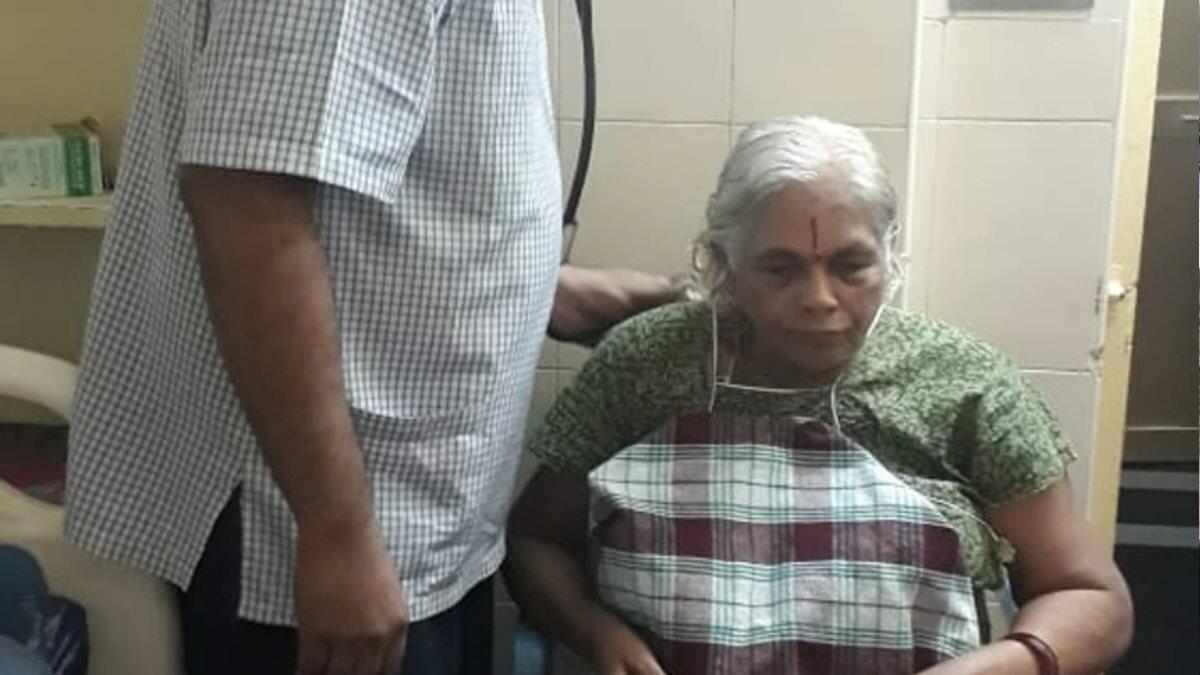 Женщина родила двойню в 74 года