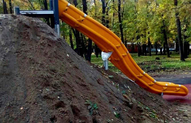 В Ярославле построили эко-горку из грязи