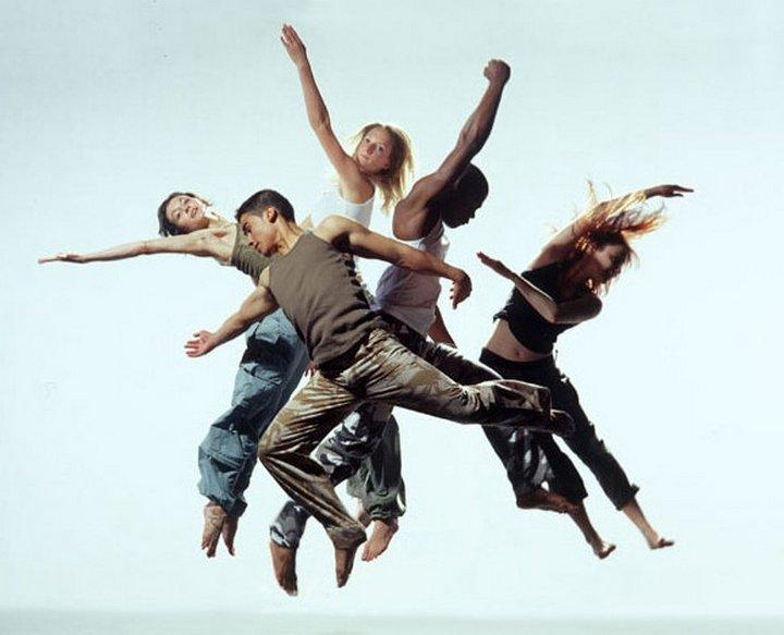 <center><b>Танцы помогают людям найти общий язык</center></b>