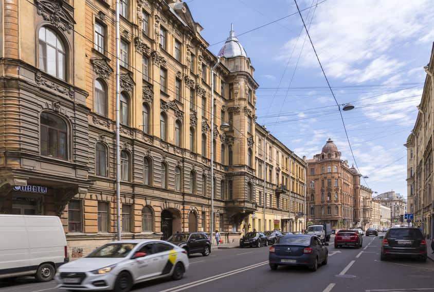 Петербуржцев будут штрафовать за остекление балконов