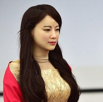 <center><b>Китайцы изобрели робота-женщину</center></b>