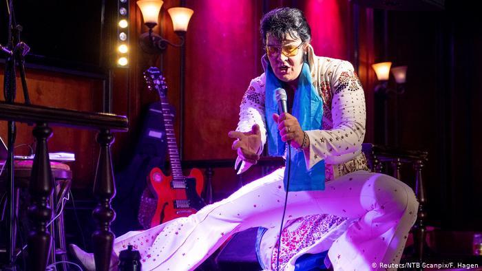 Певец из Норвегии 50 часов пел песни Элвиса Пресли