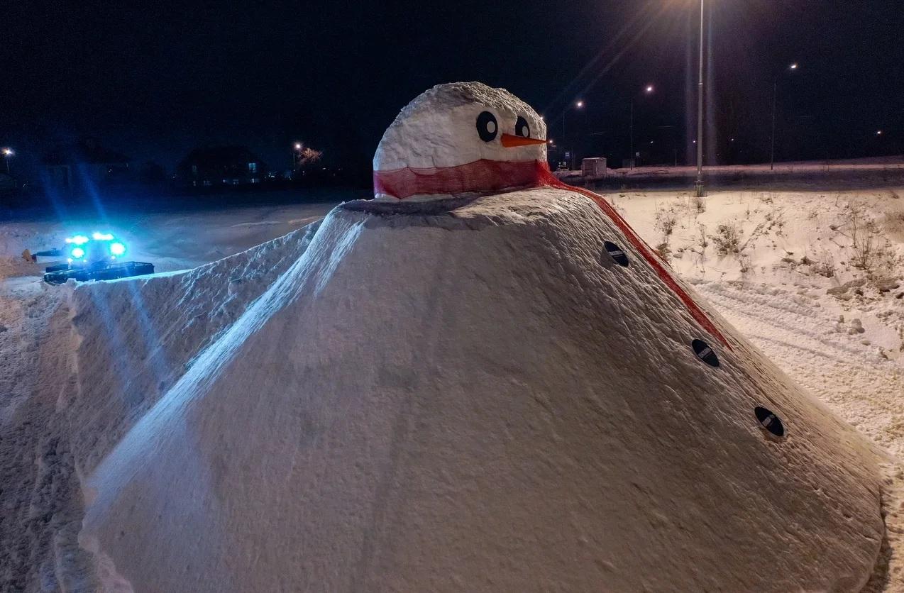 Самый большой в России снеговик появился в Калуге