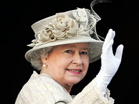 <center><b>Елизавету II сравнили с лошадью</center></b>