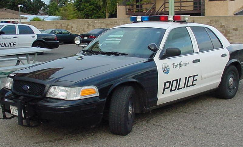 <center><b>Полицейские подвезли супергероев</center></b>